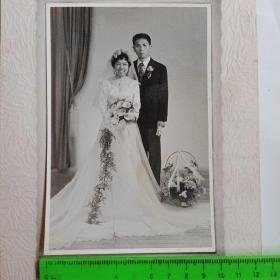 一组(5张)50年代幸福婚纱照拍摄于上海