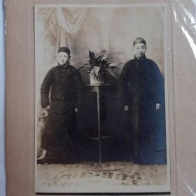 民国时代老照片人物照  拍摄于上海国光摄影室
