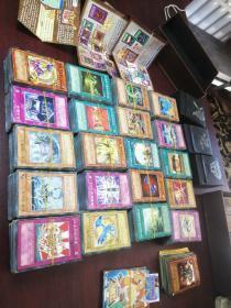 游戏王卡片,2000张左右,32张闪卡或者叫金卡,六张卡中卡,三张游戏介绍,三个黑色装卡盒,整体出卖便宜处理