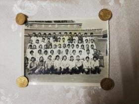 老照片   汽车厂第一中学三年四班毕业留念82.7.5