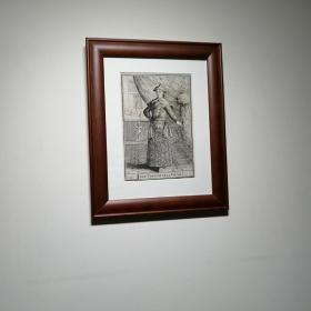 西洋版画《康熙》29岁时的画象,该版画标题为[中国清朝皇帝]登于1683年出版于法国巴黎的一本名著:Description de L'Univers. 由法国军队随军工程师Mallet(1630-1706)创作。康熙(1654-1722)名爱新觉罗.玄华是清第四位皇帝,由1661年就位,1722年12月20日去世。十分稀有!少有的中国题材帝王版画。