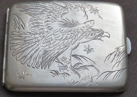 刻工精美雄鹰枫叶图案纯银烟盒