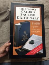 The Compact Oxford English Dictionary, Second New Edition 牛津英语大词典(OED 第二版)缩印八开单卷本 【带原装纸盒、书匣、导读手册、原装放大镜,无酸纸美国印刷】因为篇幅巨大,字体必须非常小才能印成一卷,原版面九面缩印在一面上,书的尺寸约为36.4 × 26.1 cm,详细请看照片。