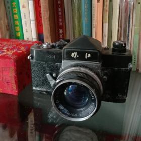 金属的·重量较重·中国制造·珠江牌老照相机