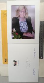 澳大利亚珀斯市历史上第一位女市长(2007-2018)、丽萨·斯卡菲迪(Lisa Scaffidi)、亲笔签名、官方精美大照片册子1本(签于2015年5月27日、澳大利亚珀斯市、罕见、珍贵)
