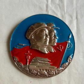 大文革时期罕见……毛主席林彪像章。