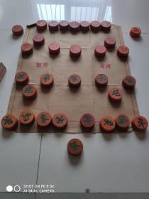 象棋 老象棋 实木象棋 大象棋  (直径5.8厚度2.6 差绿将和2个红车,可以用多余的绿卒带将,多余的红马代车)