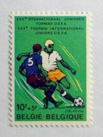 【外国邮 品比利时 1977  342足球赛 1全 邮票  】体育运动邮票