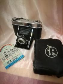 红梅胶片相机出卖,九成新,功能正常的。