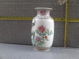 出口创汇期精品:景德镇艺术瓷厂制  手绘西莲边角孔雀牡丹冬瓜瓶