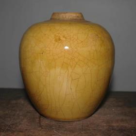 民国黄釉罐高14厘米,口直径4.3厘米,底直径7.5厘米.