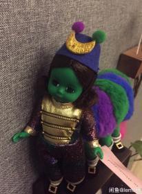 亚历山大爱丽丝梦游仙境毛虫女孩限量绝版娃娃 90年代老玩具品相接近全新原装手牌盒子齐全(盒子不完美,有压损,但盒子是薄的那种,能保存如此也很好了。)绝版好品相难得固不议价,谢谢配合。