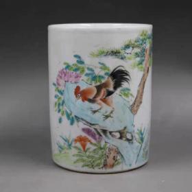 江西瓷业公司粉彩公鸡纹笔筒