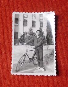 老照片--自行车男子--红收藏夹包4