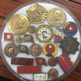 毛主席铜像章一盒