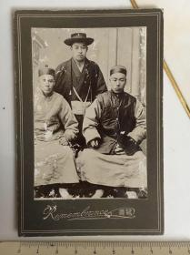 晚清蛋白老照片:长袍马褂的中国人与日本人合影,带帖版