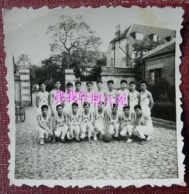 老照片:上海市卫生学校(前身上海市卫生人员训练所),体育运动比赛,代表队合影。体操队等【桐阴委羽系列】