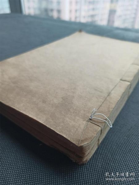 《荒政辑要》共计2册全,白纸木刻本,大开本,清前期一部有影响的荒政著作,书中对荒政之策作了简明而周全的论述