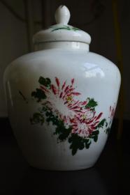 白色老玻璃罐