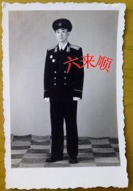老照片:中国人民解放军,55式校官校服——军礼服,全身。