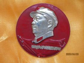 文革毛主席像章:解放军湖北体委军事接管小组敬制