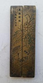 荷塘情侣图铜镇尺一对  铜 镇纸 老物,尺寸:11cmx4cmx1cm。