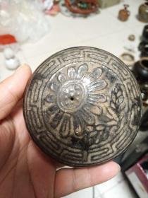 明代老瓷器一个,口有小磕,喜欢的来买,永远保真,不知做何用处的,价格小高,售出不退。