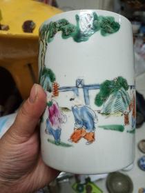 麒麟送子瓷器一个,应该是一个笔筒,手工绘画,年代未知,喜欢的来买,售出不退。