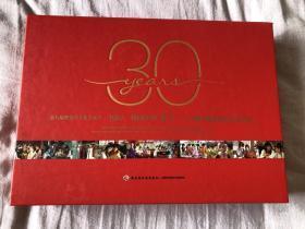 1987,我们的红楼梦三十周年30周年再聚首纪念音乐会套装 含一本歌单、一本画册硬精装、4张光盘、3张照片,歌单有欧阳奋强、陈力、高宏亮、牟一、程荣5人五人亲笔签名,签名保真 红迷值得收藏典藏 包装古典优雅
