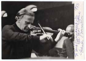 著名小提琴大师 梅纽因 Yehudi Menuhin 1973年亲笔签名大照片 精品