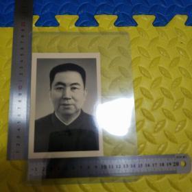 华国锋标准照片