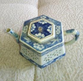 清凹凸工艺异型青花壶,传世美品