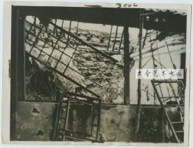 1937年7月27日北京卢沟桥七七事变时期,河北省第三区行政督察专员公署专员兼宛平县长王冷斋(福建福州人)的家在炮击中被炸成废墟老照片