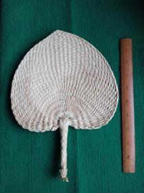 文气十足的手工编织纯天然棕榈叶文房桃心扇一把(库存三件,因手工编织,尺寸略有大小出入,随机发货)