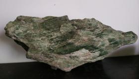 旧崂山绿石山子,玉化程度高,宽35厘米。