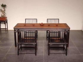 明式茶台五件套此套桌凳用料上乘 ,整体古朴典雅 做工制式讲究 保存完整 ,木质 上乘榆木,尺寸 长180 宽80 高75 。可置 会馆 雅室 茶社……