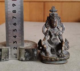底部带图形标记的厚重铜佛像