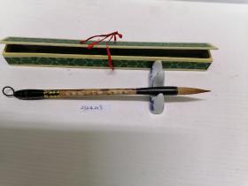 鹿狼毫笔。锋长约4CM,笔头直径约0.8CM,笔长约23CM。