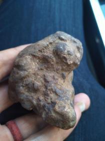 刚捡的石陨石一块