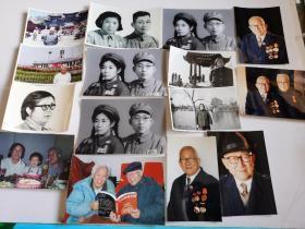 一位老革命干部的家庭生活照,与战友的合影,早年参军是的合影(这几张黑白照片应该是翻拍的)大小不一15张合售