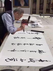 名家书画名人字画,吴三大书法作品,带书法合影照片、书画袋 保证作品是合影照里面的原作,保证百分百纯手写。 尺寸138x68 软片未裱