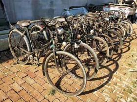 二战时期德国进口[钻石]牌自行车,品如图,单价2500一辆。