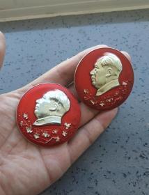 文革时期:毛主席梅花像章两枚