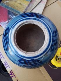 清代小罐一个,有裂,拿胶带粘着呢, 包真包老,售出不退。