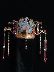 铜鎏金镶宝石凤冠