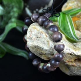 奇石手链,西域奇石手链,大漠珍宝奇石石手串,颗颗精选,极为稀有紫皮绿瓤奇石手链,极品也,粒粒极品荟萃成一串,非常难得,收藏珍品,极品,孤品之绝世珍宝