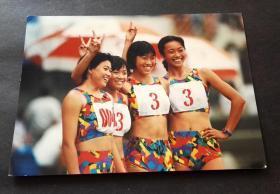 2000年前后体育老照片,比赛后合影的女运动员