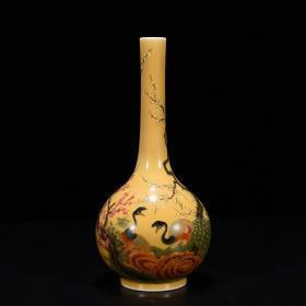 清雍正黄釉粉彩孔雀花卉纹胆瓶