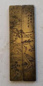 老铜镇纸:手工刻松鹤延年 图文,款识:甲午年作;一对,尺寸:11.5cmx2cmx1cmx2。