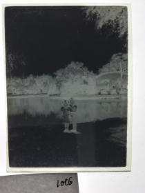 建国前后2*4cm老底片1张 宁波知识分子家庭系列 湖水